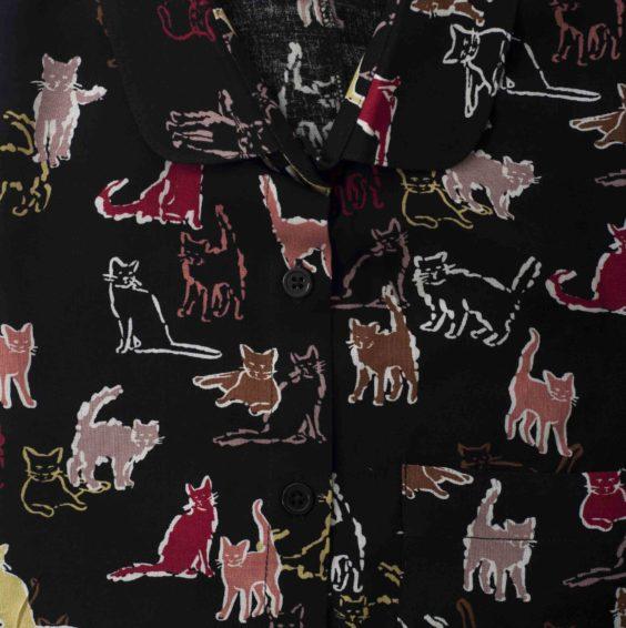 Дамска риза с котки на черен фон